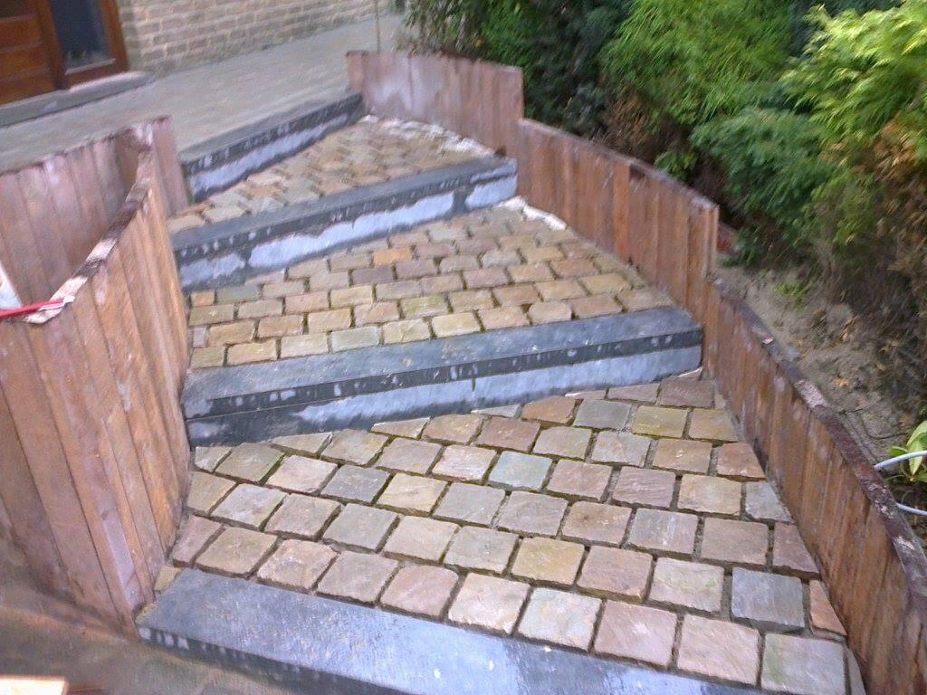 Am nagement terrasse et escaliers de jardin jardinier for Amenagement jardin et terrasse