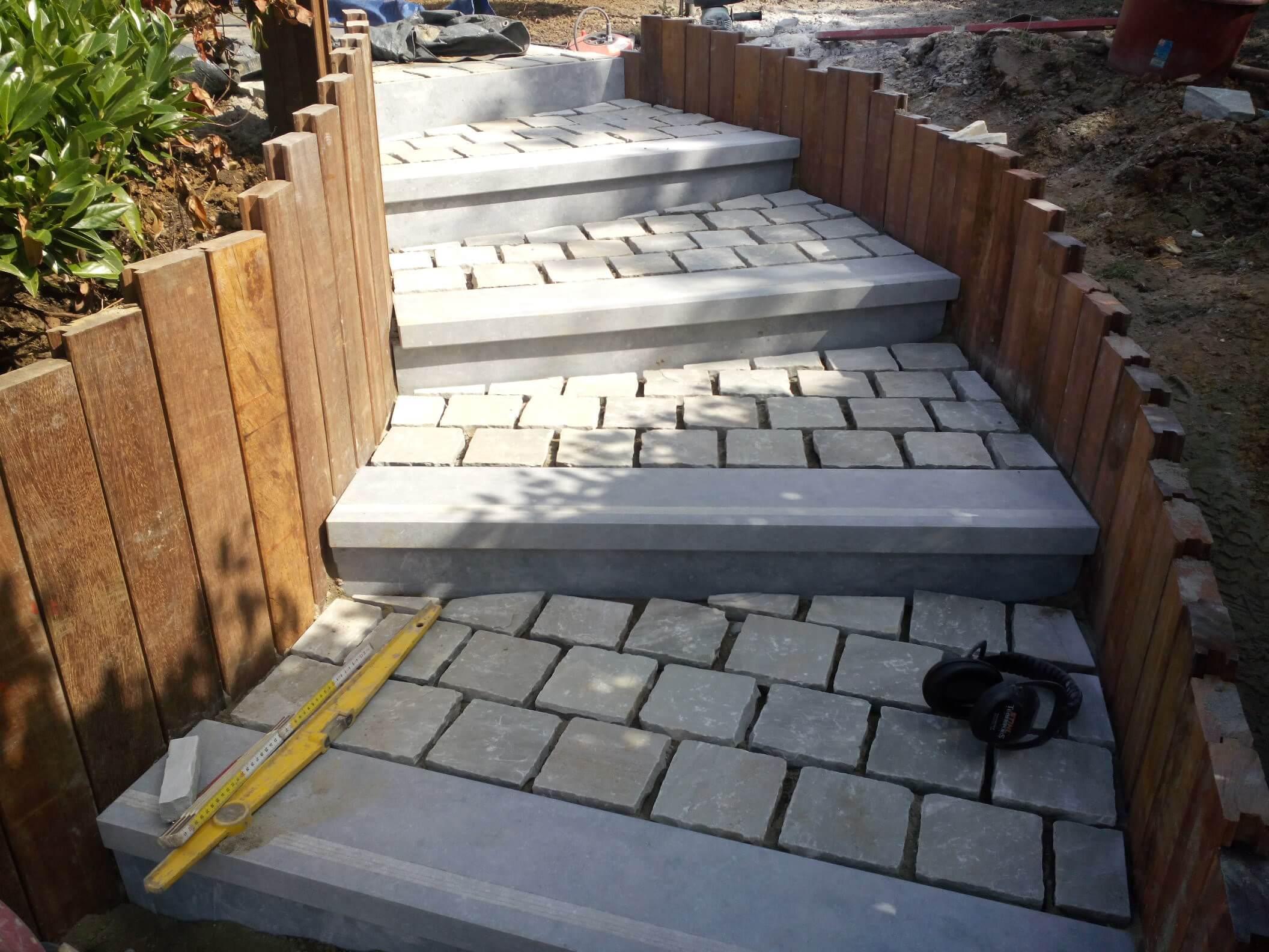 pav kandla retenue de terre azob escalier pierre bleue