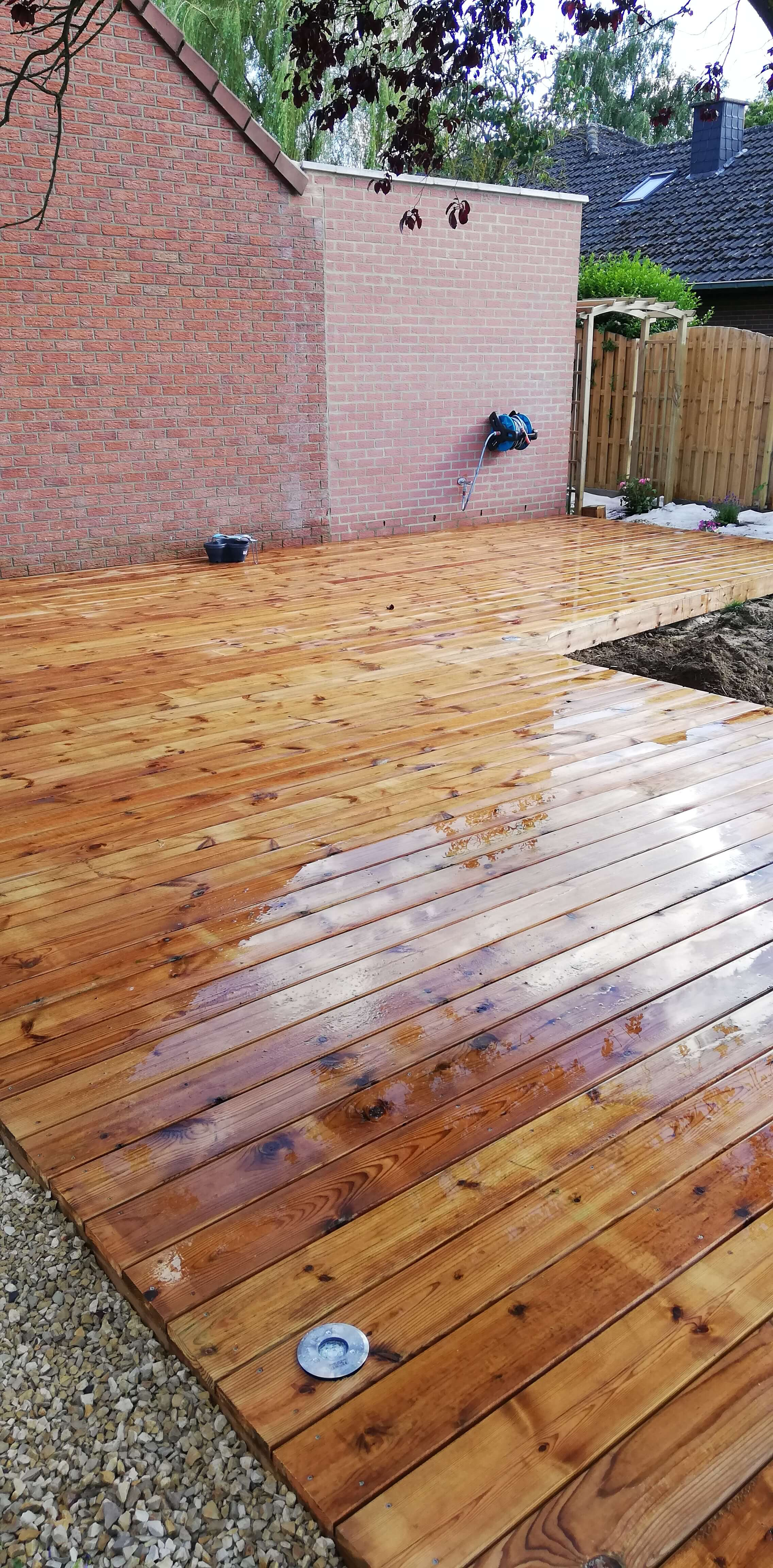 terrasse en bois de pin traité en autoclave de classe 4